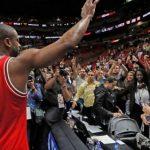 【朗報】ドウェイン・ウェイド、13年間プレーしてきたマイアミで拍手で迎えられる【NBA 2016-17】