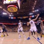 大黒柱レナードがザザの足に乗って負傷退場…SASは20点差をひっくり返されて初戦を落とす【NBA 2016-17】