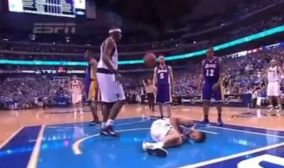 NBAの痛そうだったエルボーといえば