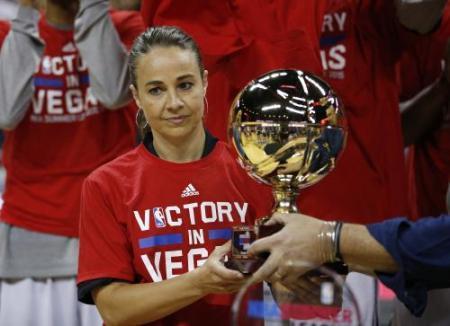 NBA初の女性コーチベッキー・ハモンが偉業!夏季リーグでチームを優勝に導く