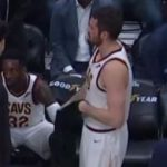 ケビン・ラブがチームメイトのジェフグリーンの頭にシャツ投げる…【NBA 2017-18】