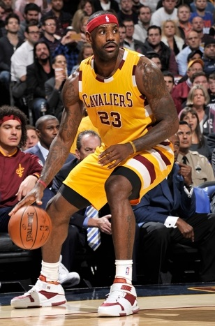 NBA-Kicks-2015-11-19-LeBron-James-Nike-Zoom-LeBron-2-3