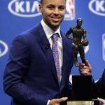 【NBA 2015-16】ステファン・カリーが1位票を全て獲得してシーズンMVPに輝く!NBA史上初の快挙