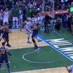 【NBA 2017-18】ヤニスが17点差のラストプレーでド派手なダンクして問題になってるらしいが…